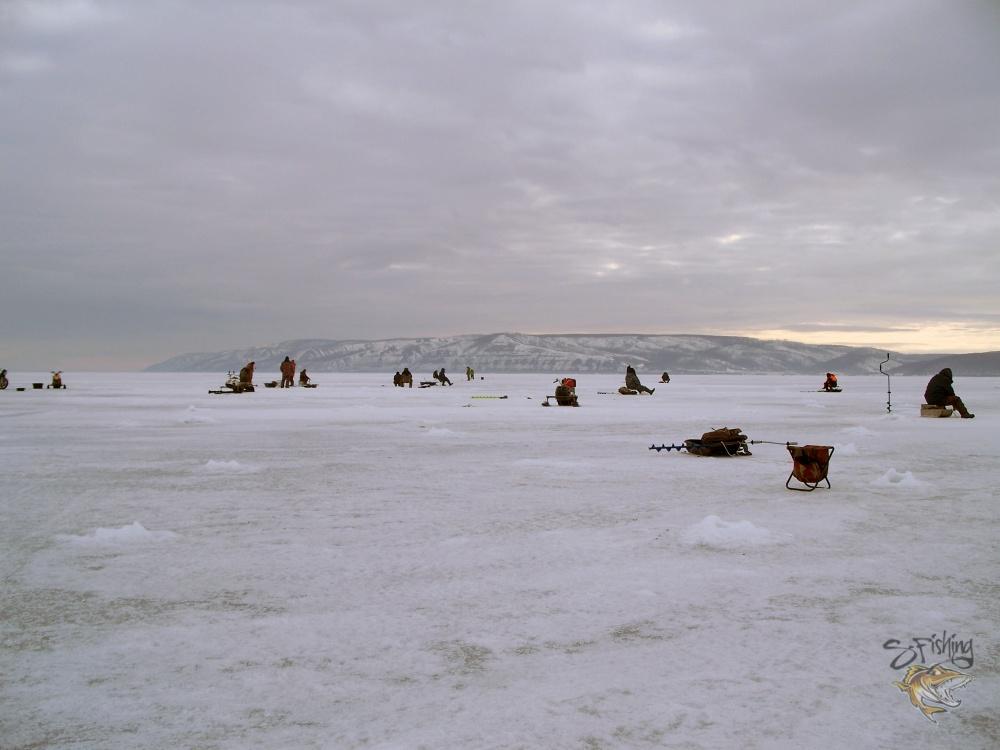 на льду мы были не одни