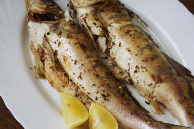 Необычный рецепт: судак, запеченный с салом