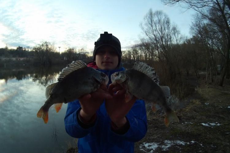 ловля окуня ранней весной на спиннинг в украине видео
