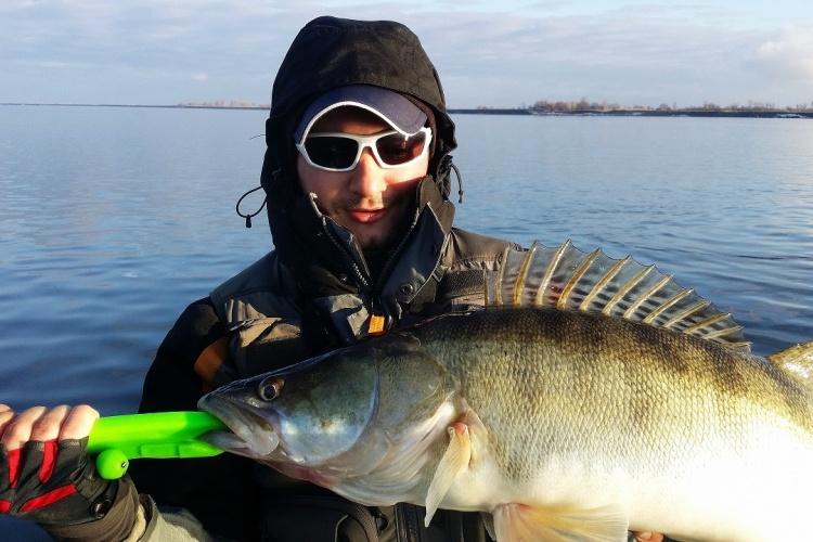 рыбалка в низовьях волги в мае видео