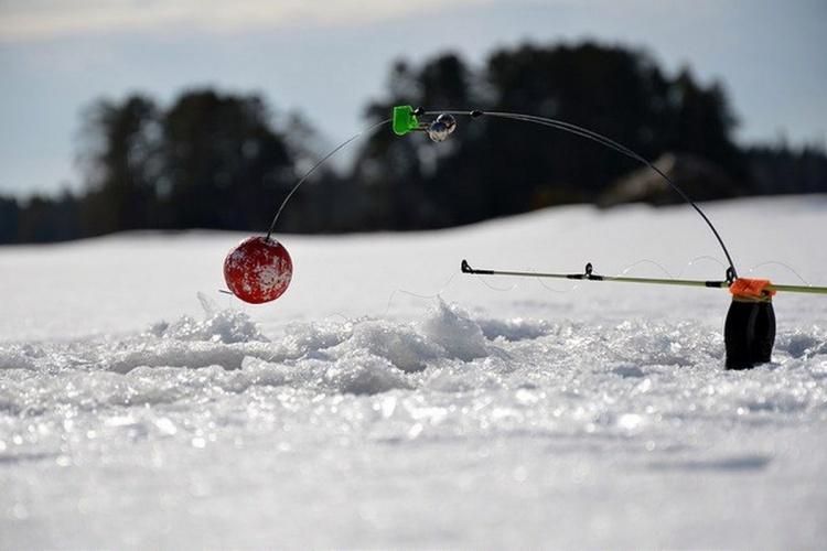Закрытие сезона ловли на жерлицы. Весеннии трофеи по 4 кг. Ловля щуки на живца на небольшом озере.