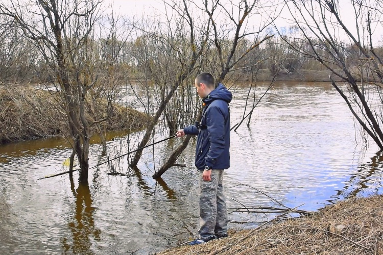 Ловля весной на поплавочную удочку на реке
