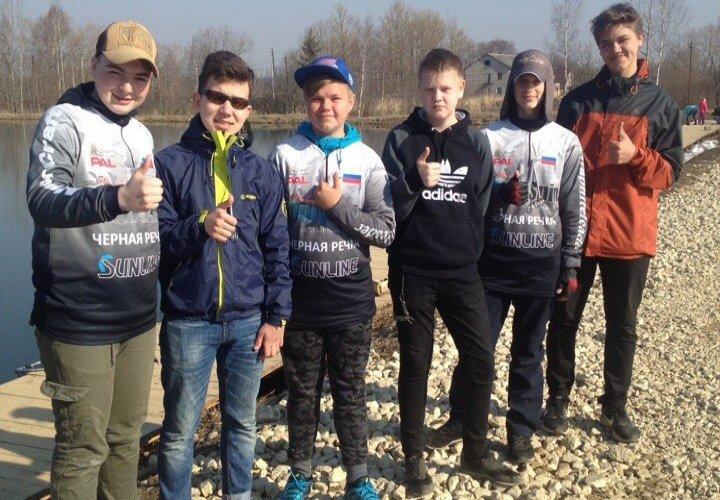 Турнир по ловле форели среди молодых спортсменов