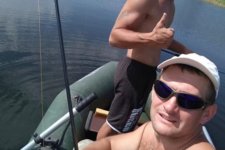 Рыбалка с другом на пруду