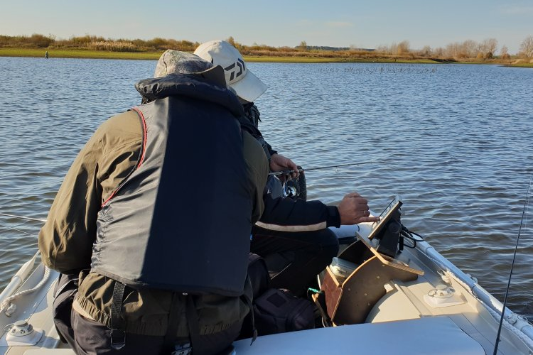 Трое в лодке не считая Relax(a)
